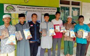 Berbagi Bahagia Untuk Para Santri Penghafal Al-Qur'an di Kampung Pendeuy