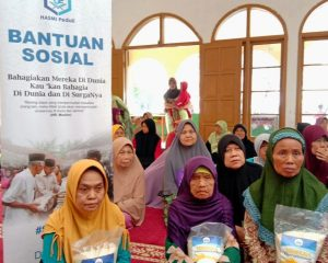 Berbagi Bahagia untuk Dhuafa dan Santri Alam Insan Cemerlang Bandung