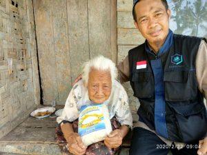 Emak Kinis 95 Tahun, Hidup Sebatang Kara