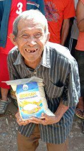 Bapak Ahmad 90 thn Masih Terus  Berjuang Mempertahankan Hidup