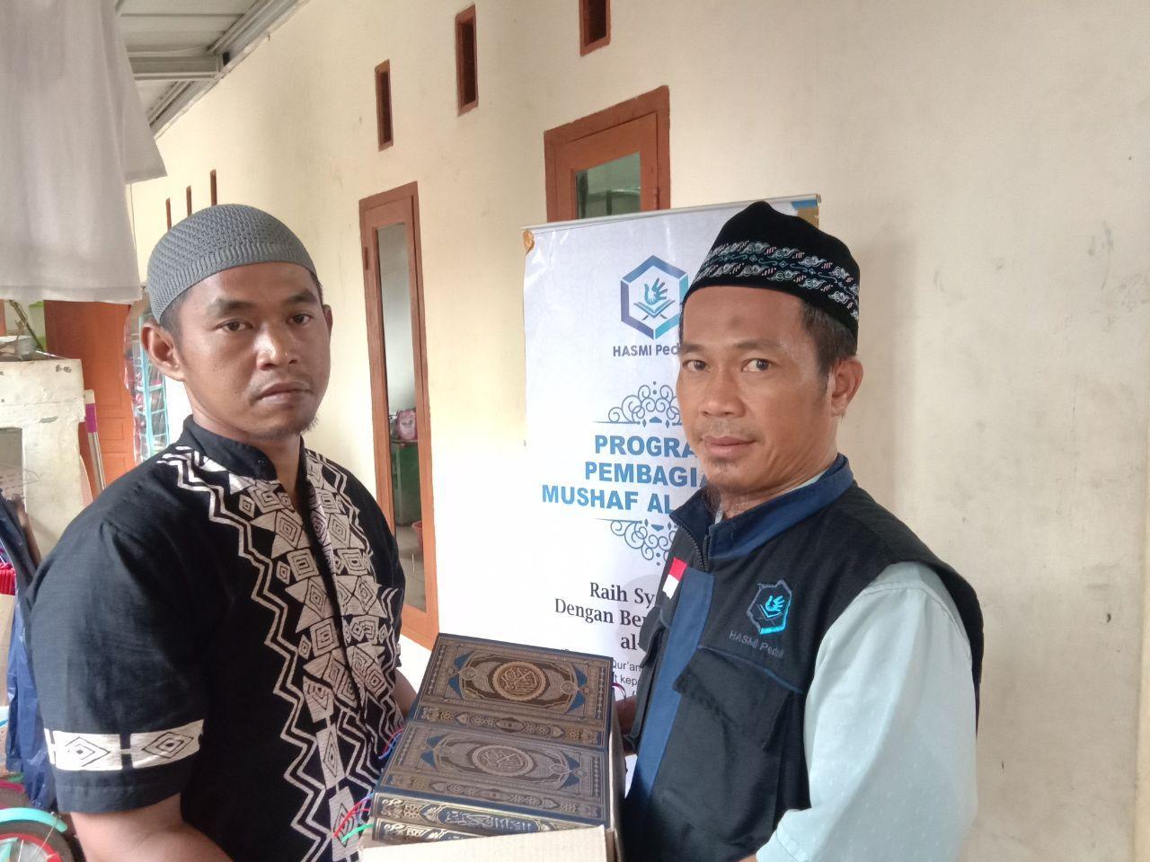 Wakaf Qur'an Hasmi Peduli untuk Santri Majlis Ta'lim Aldzikri
