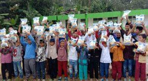 Hasmi Peduli Berbagi untuk Santri Dhuafa dan Yatim Ponpes Miftahul huda al-Barkah