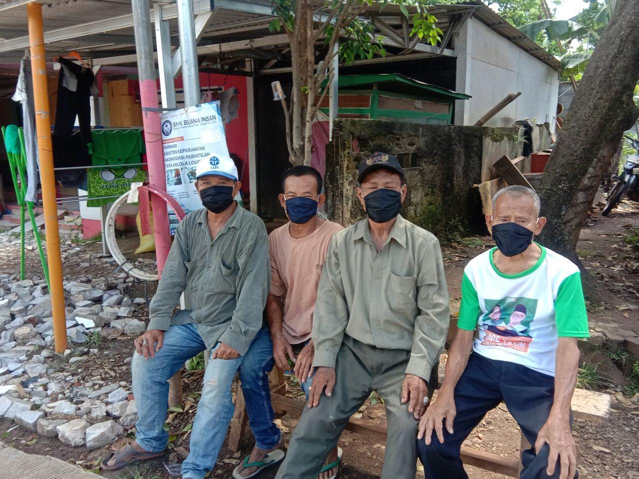 Berbagi Masker Untuk Masyarakat Kampung Nanggerang Bogor