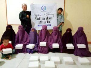 Bagi-bagi Paket Ifthor untuk Santriwati Ponpes Al-Umm Parung Bogor