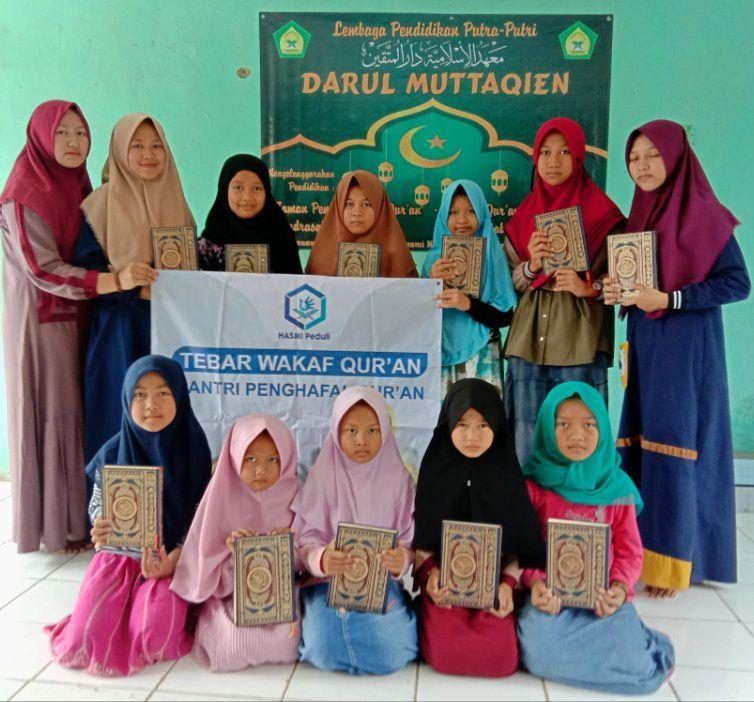 Hasmi Berbagi Pangan dan Mushaf Al-Quran di Kp Cilieur Tamansari Bogor