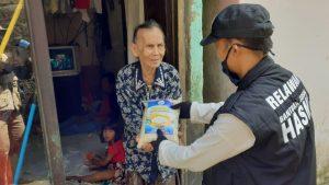 Distribusi Paket Bantuan untuk Warga Kurang Mampu Kec Tamansari Bogor
