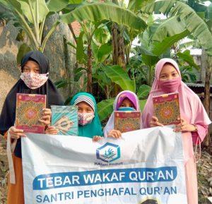 Distribusi Al-Quran untuk Santri Penghafal Quran Daarul Irfan Cisauk Serpong