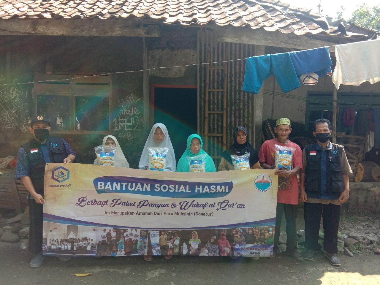 Hasmi Memberi Bantuan Kepada Warga yang Membutuhkan Kec Tanjung Sari Bogor