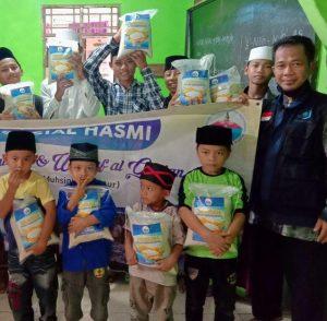 Bantuan Pangan dan Wakaf Al-Qur'an Untuk Para Santri Penghafal Al-Qur'an