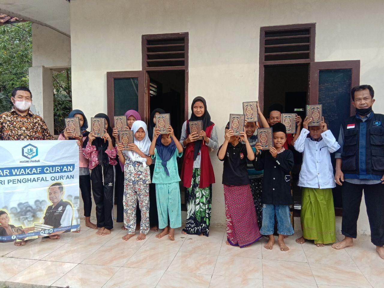 Bantuan Pangan dan Mushaf Al-Quran untuk Para Santri dan Dhuafa