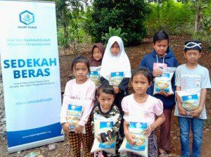 Bantuan untuk Para Santri