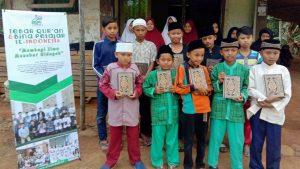 Wakaf Al-Qur'an untuk Para Santri Sukabumi