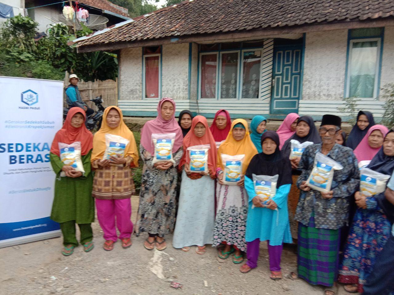 Bantuan Pangan dan Mushaf Al-Qur'an untuk Daerah Pelosok di Garut