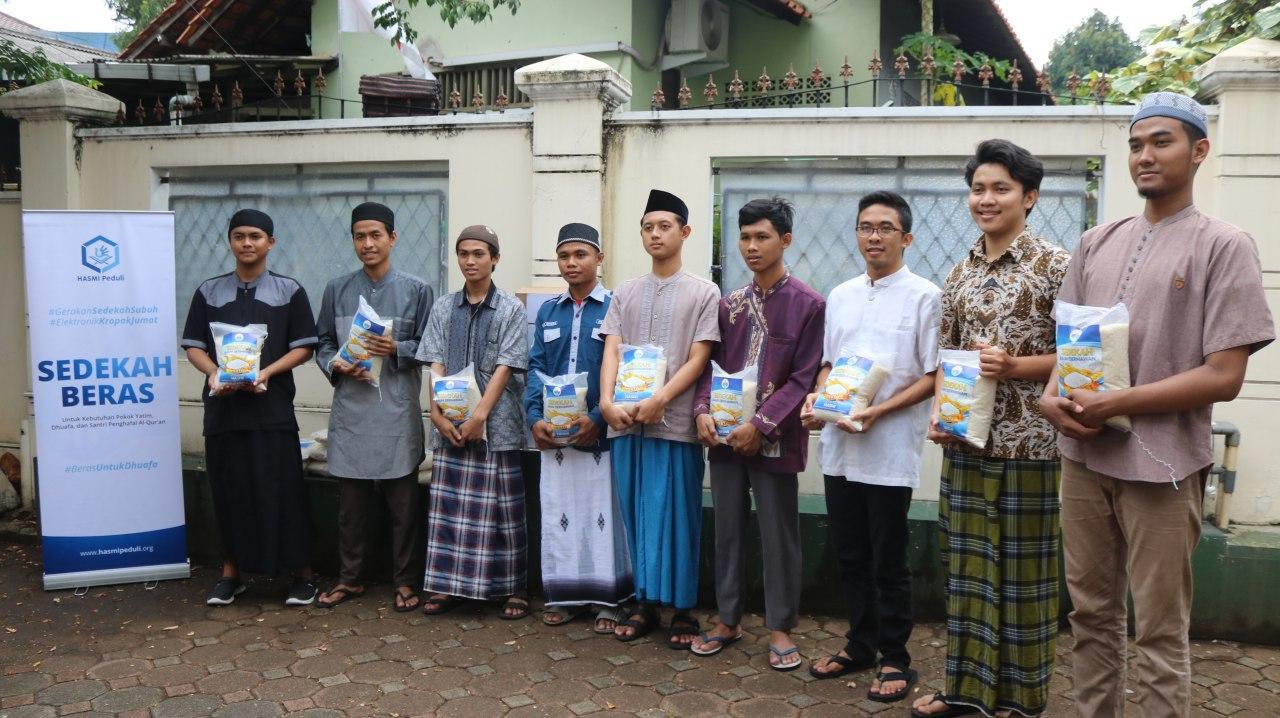Hasm Peduli Berbagi Pangan dan Mushaf al-Qur'an Kepada Pesantren Mahasiswa Tangsel