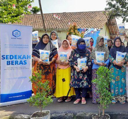 Bantuan Pangan Kepada Warga Dhuafa di Tamansari Bogor