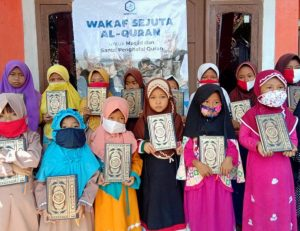 Hasmi Peduli Berbagi Bantuan di Banten