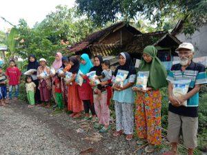Distribusi Bantuan Pangan untuk Korban Lonsor dan Banjir Bandang Garut