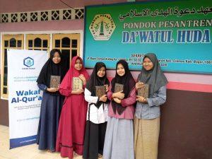 Distribusi Mushaf Al-Quran ke Ponpes Da'watul Huda Bogor