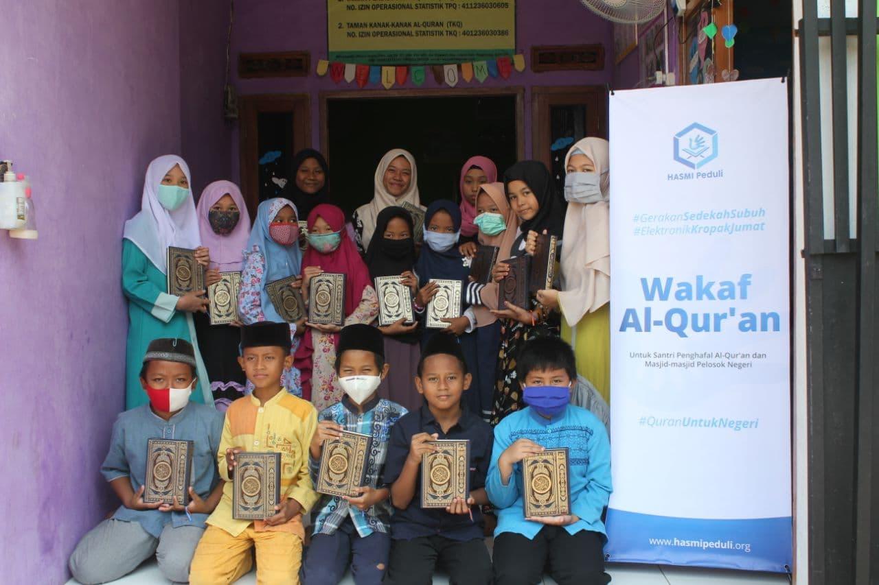 Distribusi Al-Qur'an ke TPA Al-Huda Tangerang