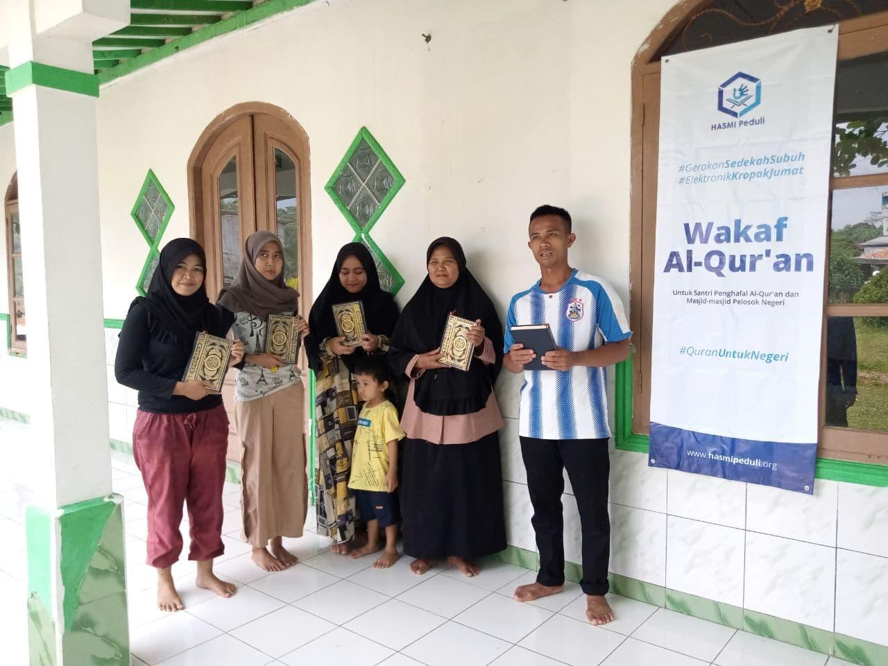Wakaf Al-Qur'an untuk Majlis Ta'lim Al-Ikhlas Tenjolaya Kab. Bogor