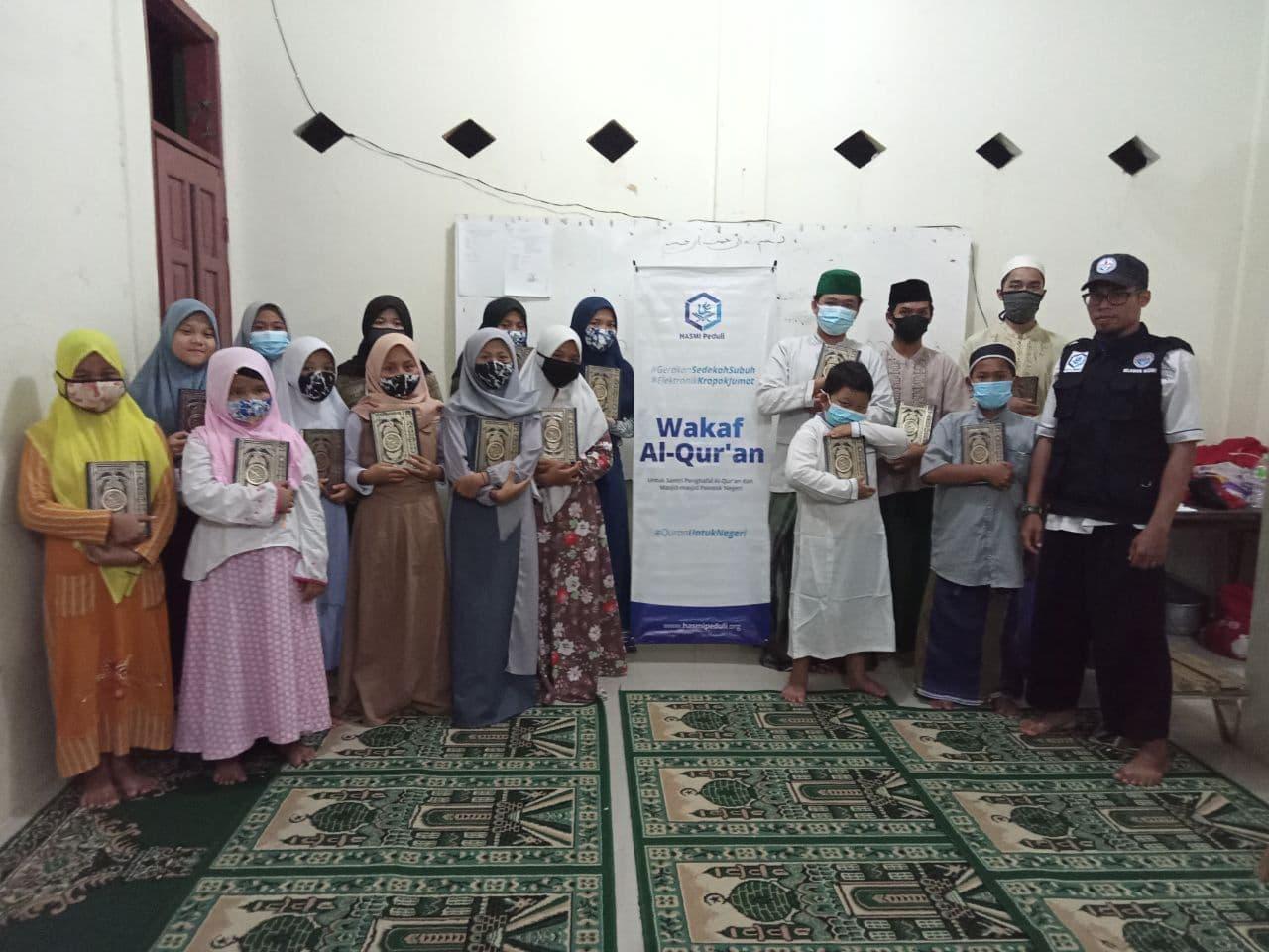 Wakaf Al-Qur'an untuk Warga Lingkungan Cipayung Depok