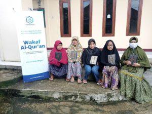 Distribusi Mushaf Al-Qur'an ke Majelis Ta'lim Al-Hidayah