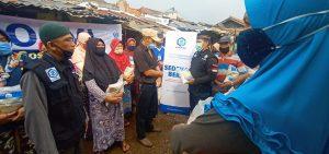 Distribusi Paket Beras kepada Warga Jagakarsa Jakarta Selatan