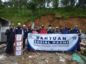 Distribusi Paket Pangan kepada Warga Korban Longsor Jateng