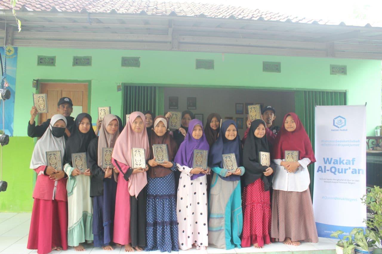 Distribusi Paket Beras dan Mushaf Al-Quran Ke Ponpes Tahfidz Al-Hamra Serang Banten
