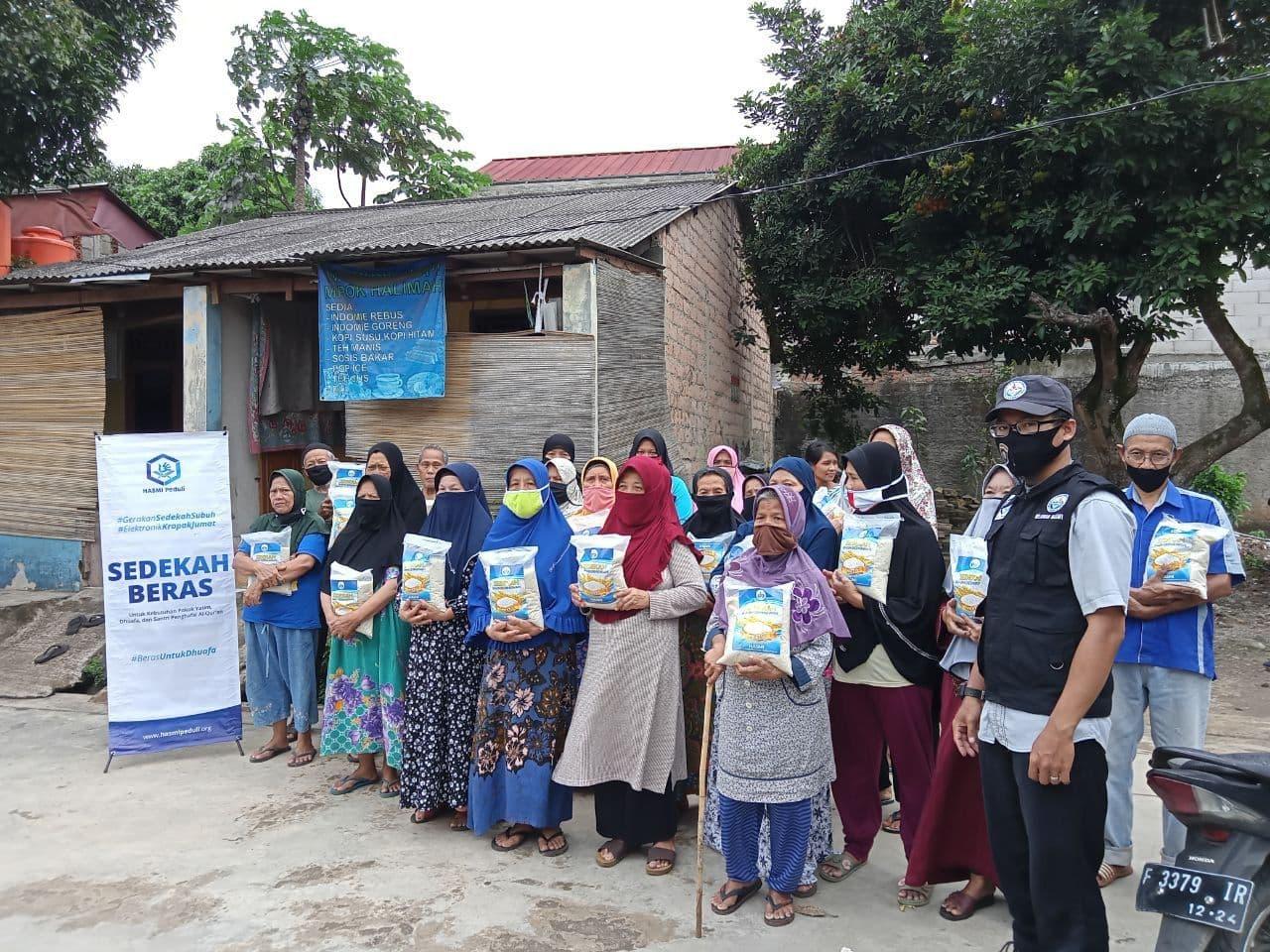 Bantuan Pangan untuk Para Dhuafa di Bojongsari Depok