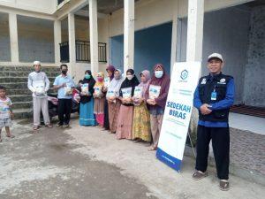Distribusi Paket Beras ke Kp Sinarwangi Kab Bogor