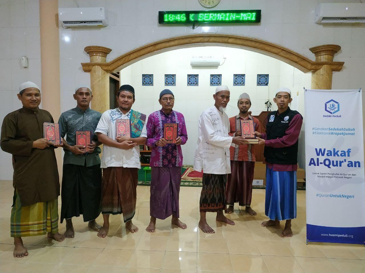 Wakaf Al-Quran untuk Takmir Masjid Ar-Rohmah Surabaya