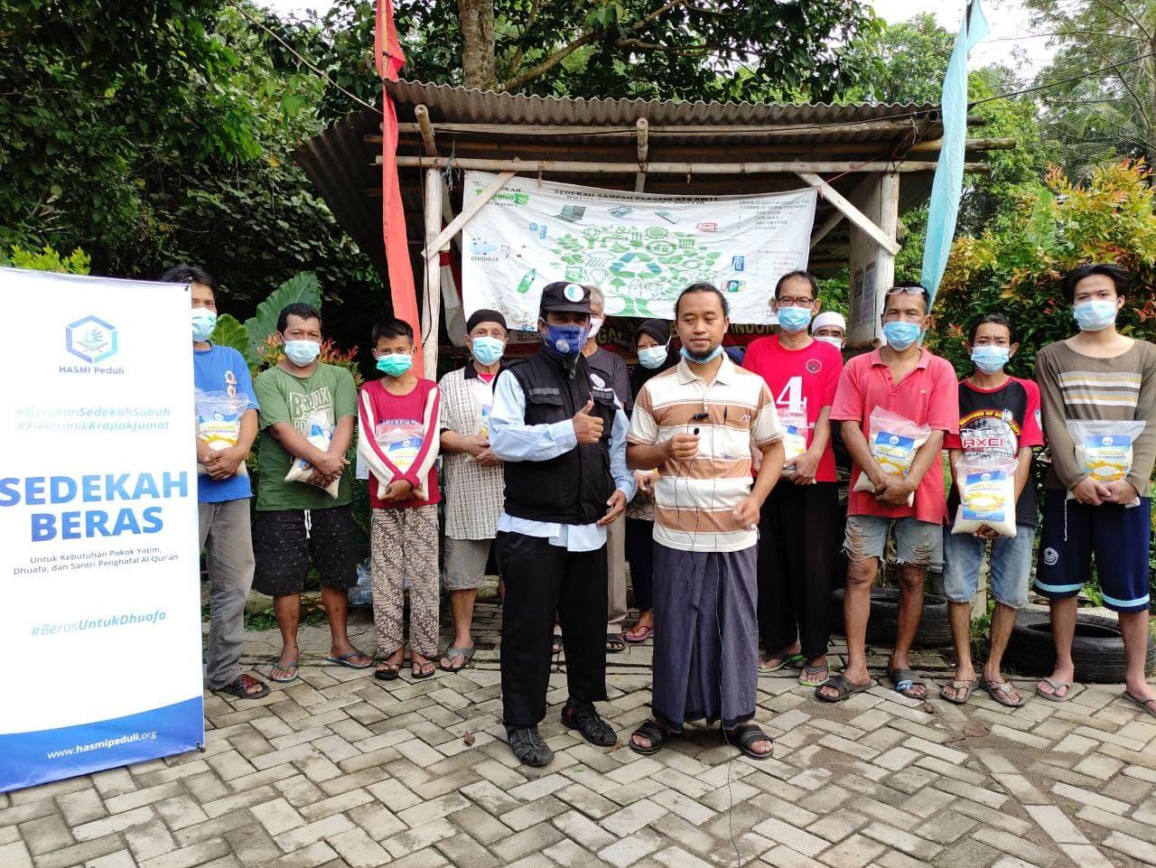 Paket Beras untuk Para  Dhuafa di Kp Kedondong Tangerang