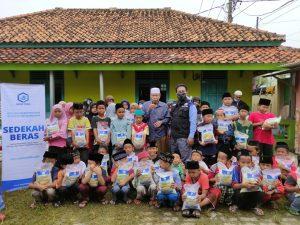 Laporan Kegiatan Sosial Hasmi di Madrasah Al-Khairiah