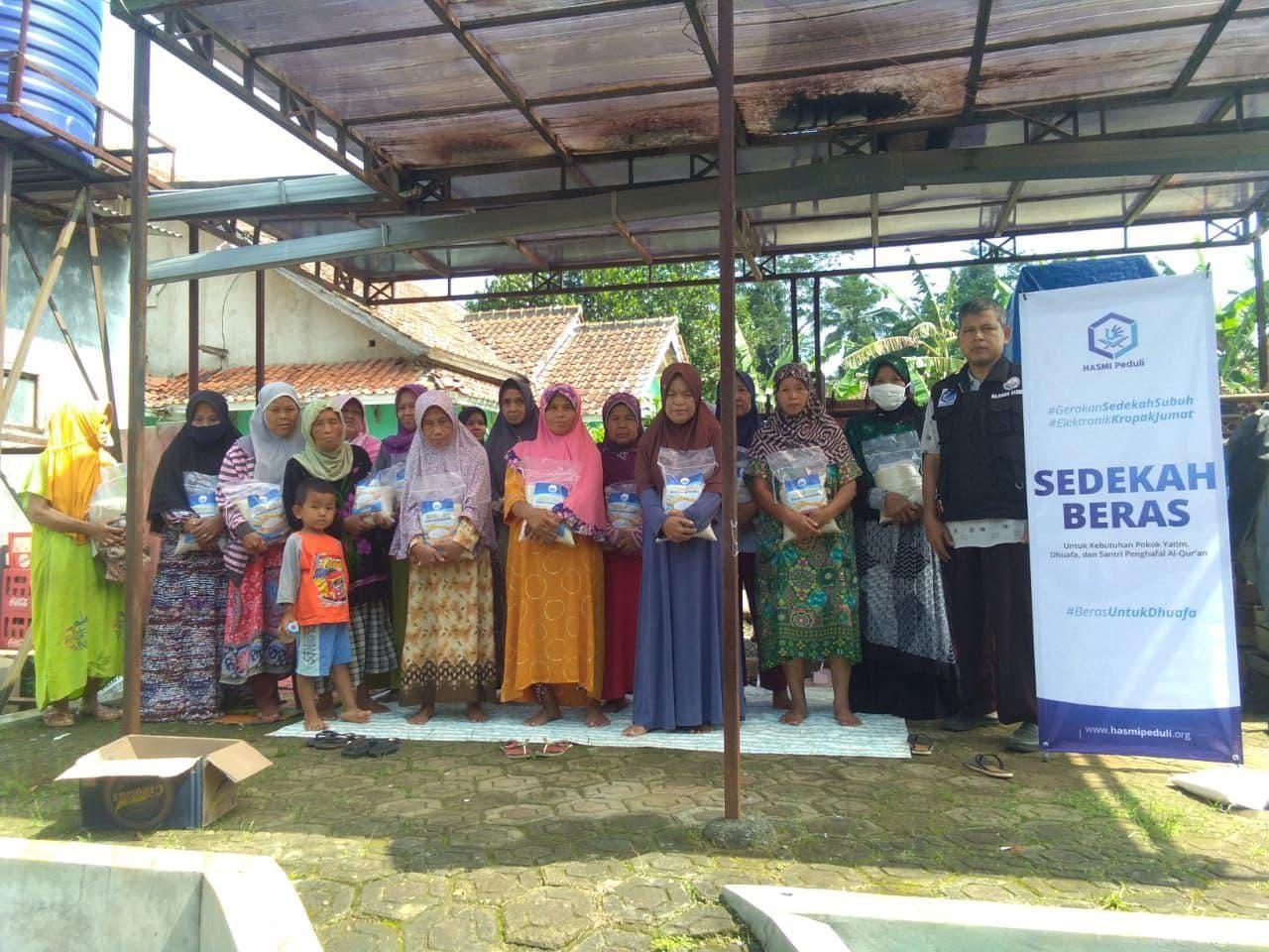 Kegiatan Sosial Hasmi Sedekah Beras di Kab Sukabumi