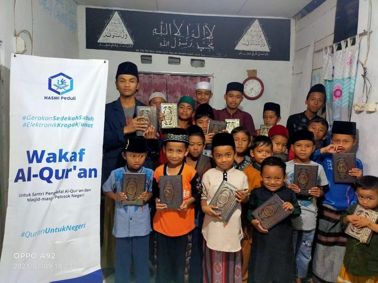 Wakaf Al-Quran untuk Ponpes Al-Hidayah