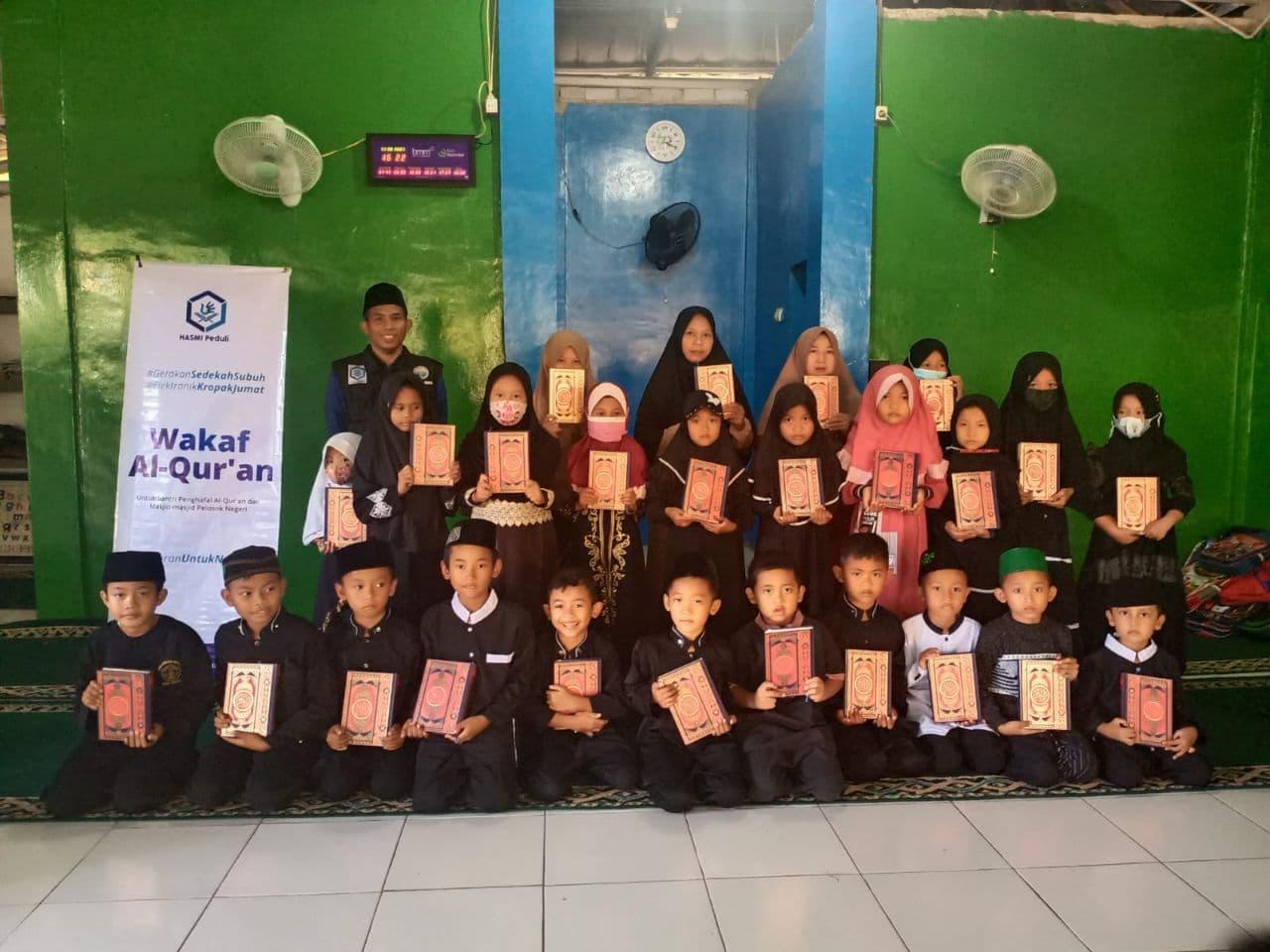 Wakaf Al-Quran untuk TPA Istiqomah Bekasi