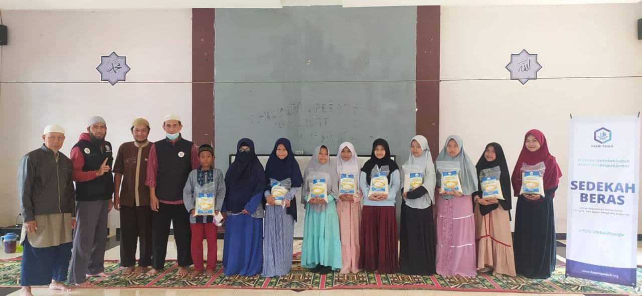 Paket Pangan untuk Ponpes Mecca Medina Sukabumi