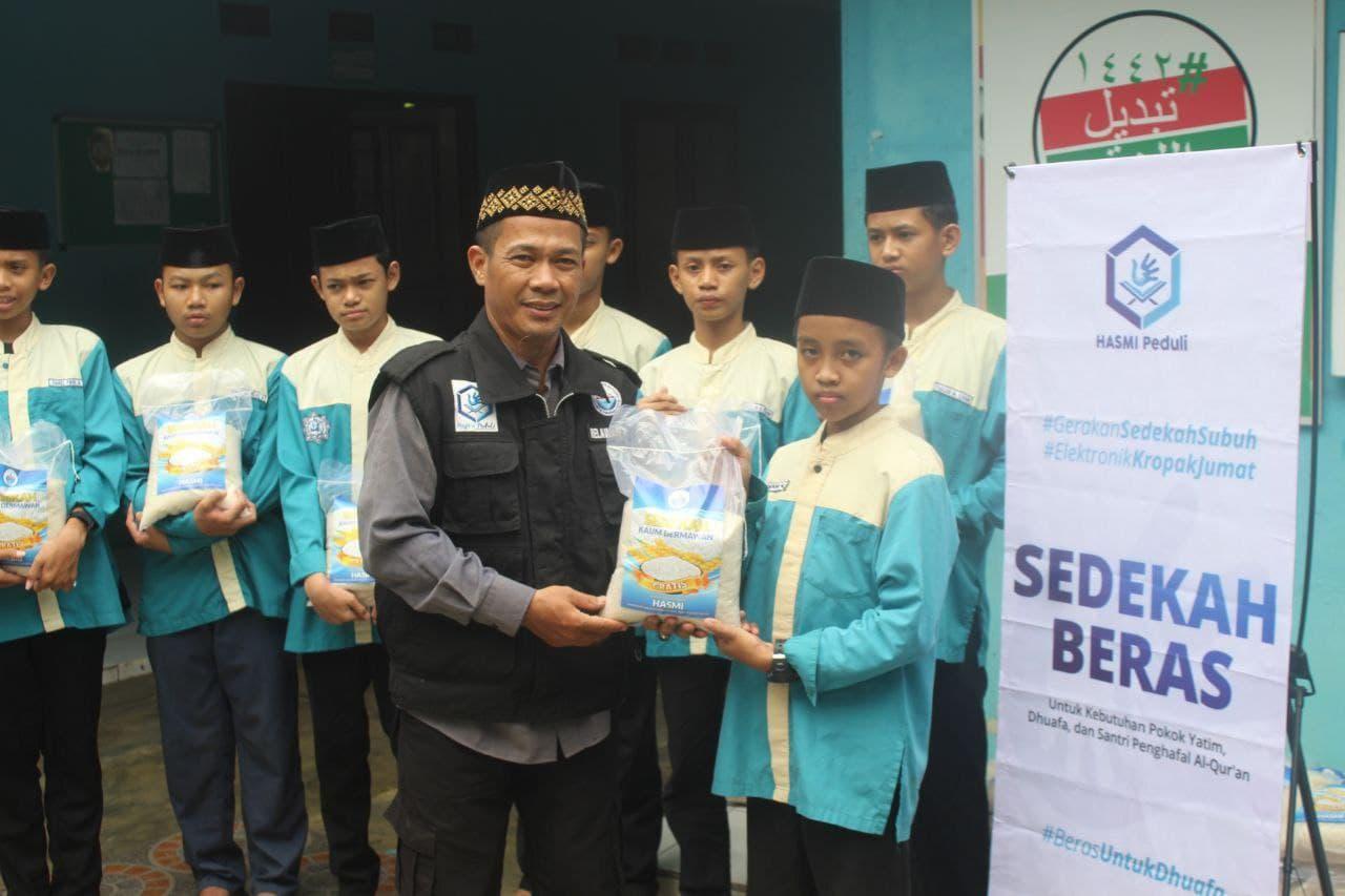 Paket Beras untuk Ponpes Penghafal Al-Quran Al-Maa Parung Bogor
